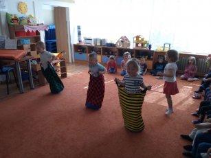 1. třída - Klokaní závody, hra na hada